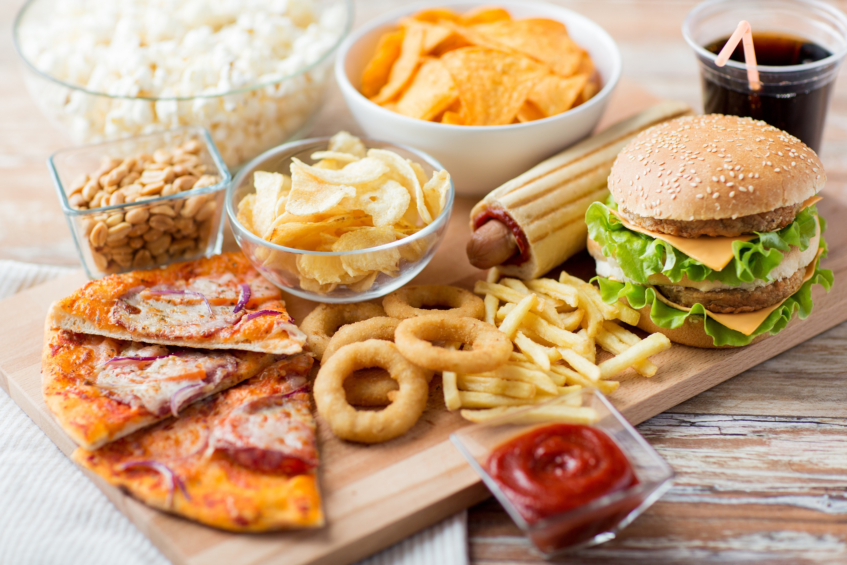 unhealthy american diets Overall, there's nothing new in the above list of unhealthy food patterns that make up our typical american diet and there's nothing new about the direction they point us in for optimal health and longevity, we want a plant-based diet high in fruits, vegetables, and fiber-rich whole grains.